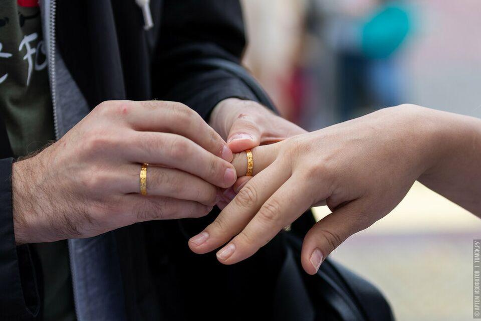 Томским заключенным не положена брачная ночь после свадьбы