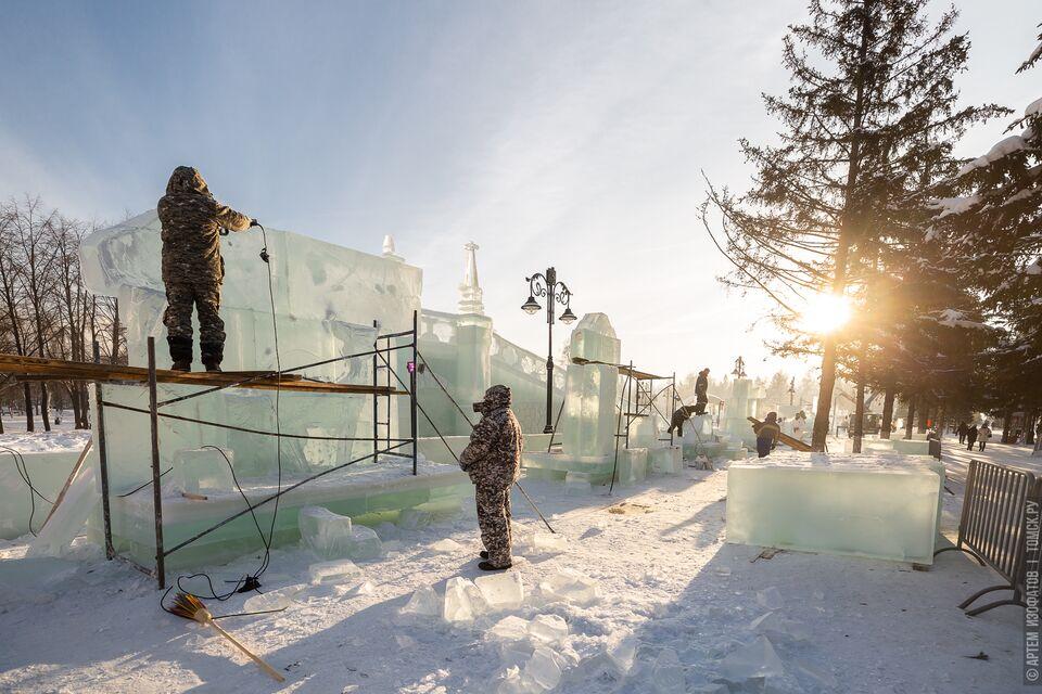 Каток — больше, горку — выше: мэр проверил готовность ледовых городков