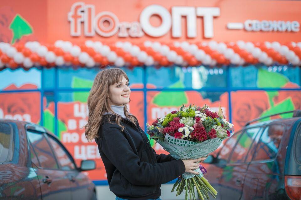 Праздник не за горами: огромный выбор цветов в салоне FLOraОПТ