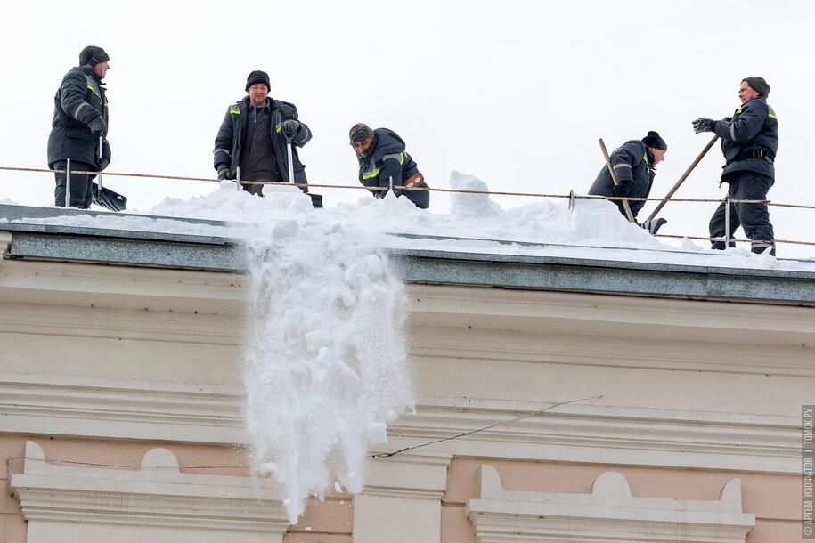 Томские УК оштрафовали за плохую очистку крыш домов от снега
