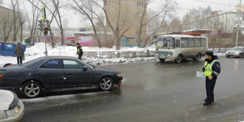 Школьница доставлена в больницу после наезда иномарки на улице Лазо
