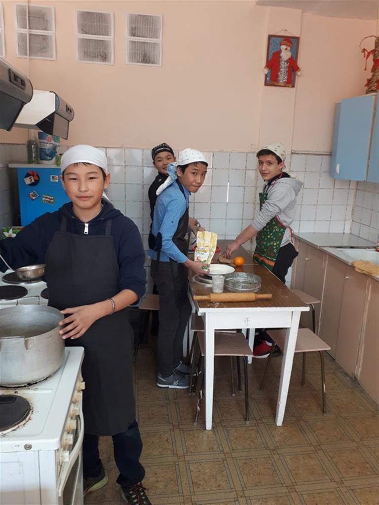 Школьный опыт по-сибирски: девочки — за станками, мальчики — на кухне