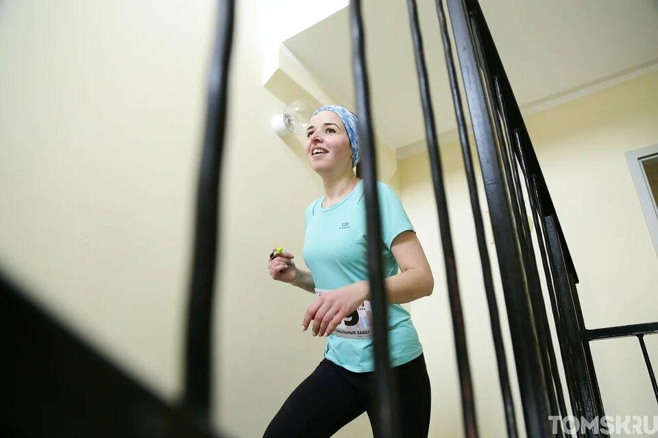 «Бежать перестала на шестом этаже»: как я прошла Вертикальный забег