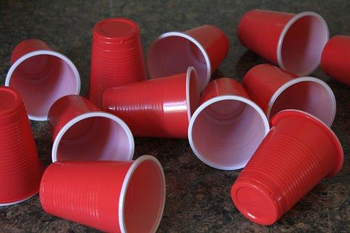 Запрет на пластиковую посуду: как он ударит по нашей жизни