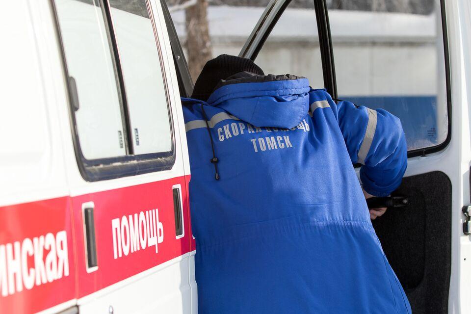 Томич, пострадавший от упавшей на машину кровли, остается в больнице