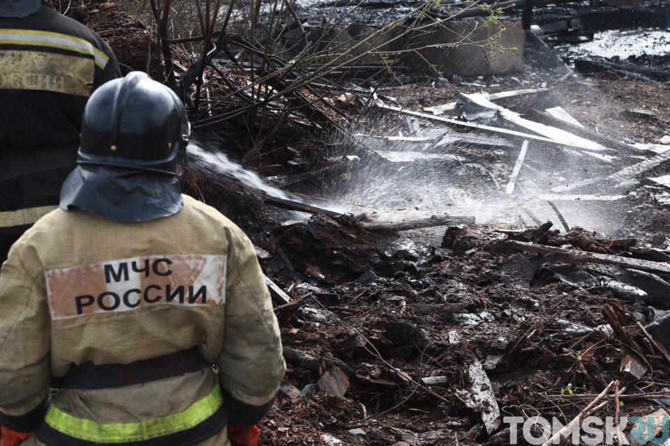 В промзоне Томска подсчитывают ущерб после пожара