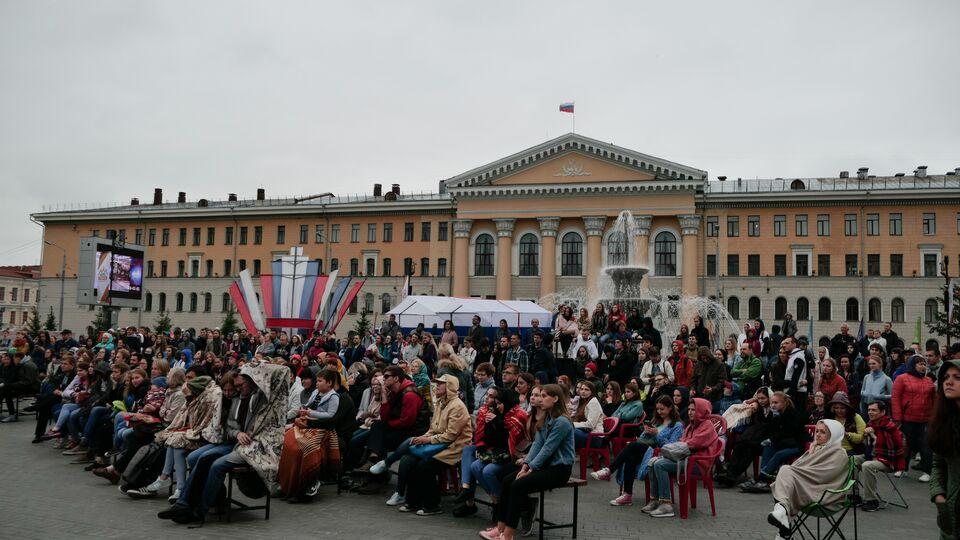 Фото: около 500 томичей посмотрели уличное кино в центре Томска
