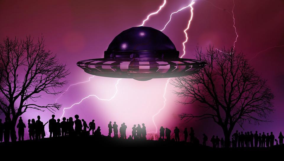 Каждый пятый россиянин верит в НЛО и лечение гипнозом