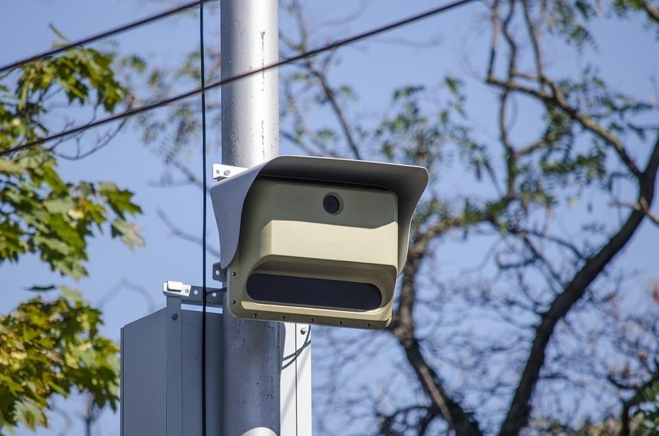 Автомобили без ОСАГО будут фиксировать на дорожные камеры