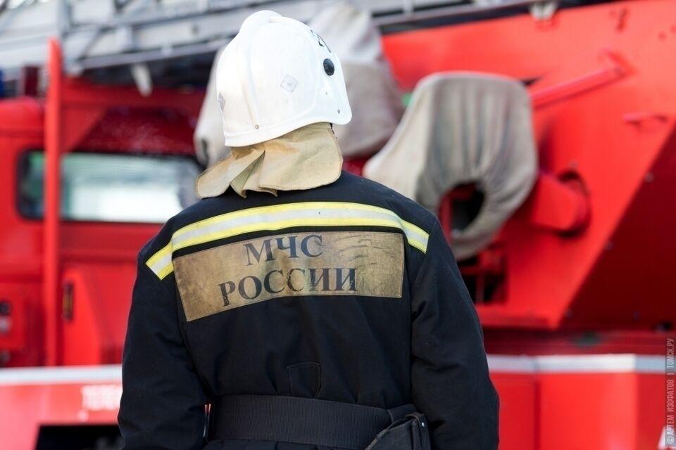 Более 20 человек тушили пожар в поселке Трубачево