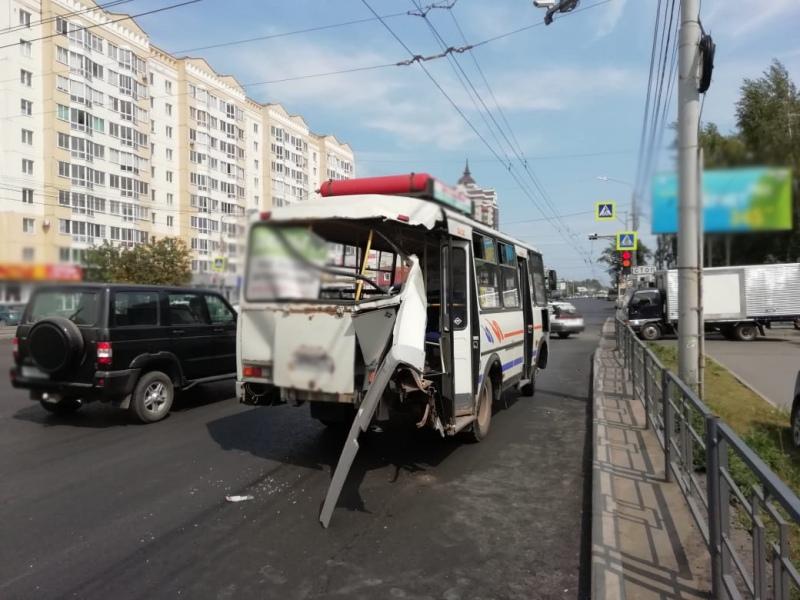 ДТП с маршруткой на Иркутском: полиция выясняет причины происшествия