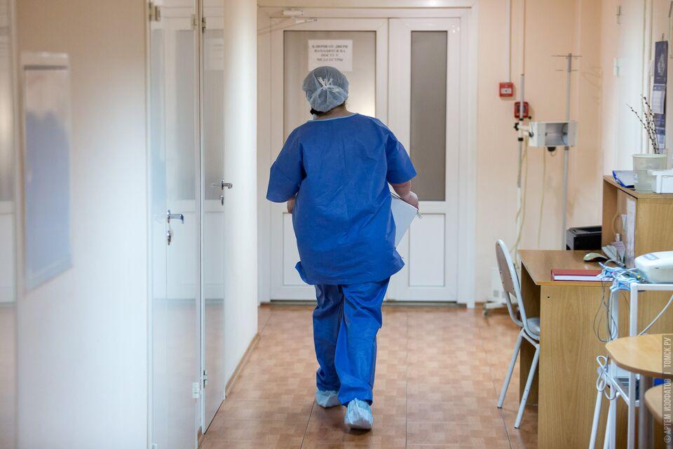 Медикам выплатили долг 300 тысяч рублей по зарплате