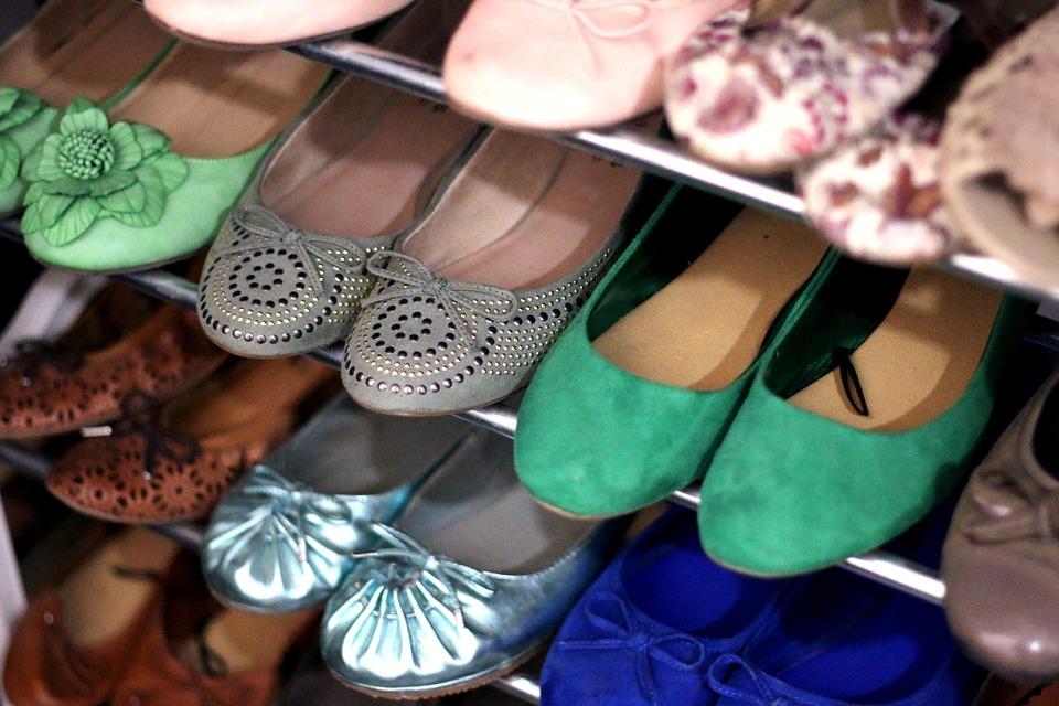 Пять опасных видов обуви назвал врач-остеопат: среди них самые ходовые
