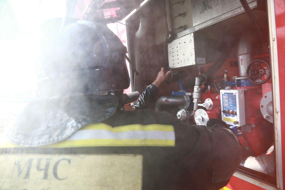СК: мужчина, найденный мертвым в своем авто, отравился угарным газом