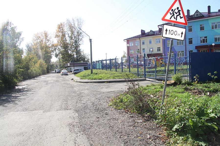 Томичи просят привести в порядок дороги возле школ и детских садов