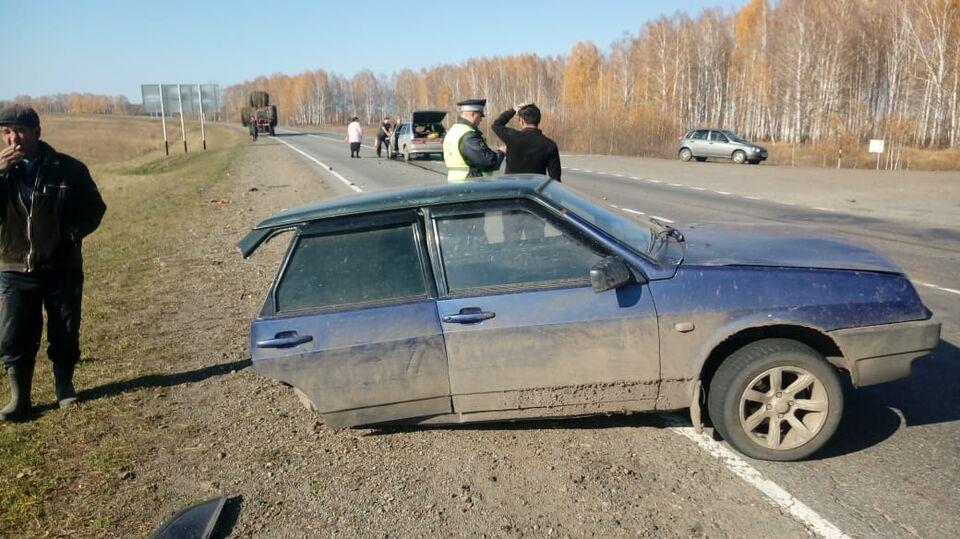 «ВАЗ» разорвало пополам на трассе после аварии