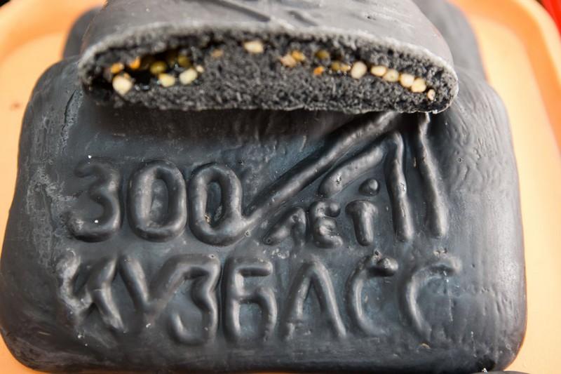 Угольные пряники начали выпекать в Кузбассе