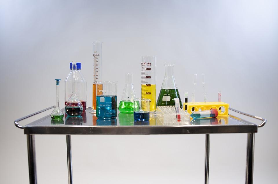 Томичи проверят сегодня свои знания химии на четырех площадках города