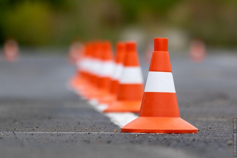 Автомобиль «Газель» врезался в столб в Томске