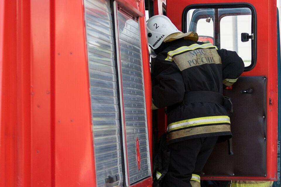 Пожарные сегодня ночью спасли восемь человек: горел трехэтажный дом