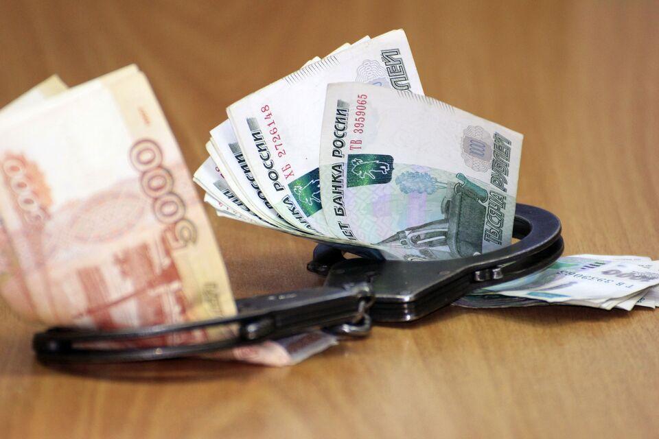 Сотрудница банка похитила у клиента 75 тысяч рублей