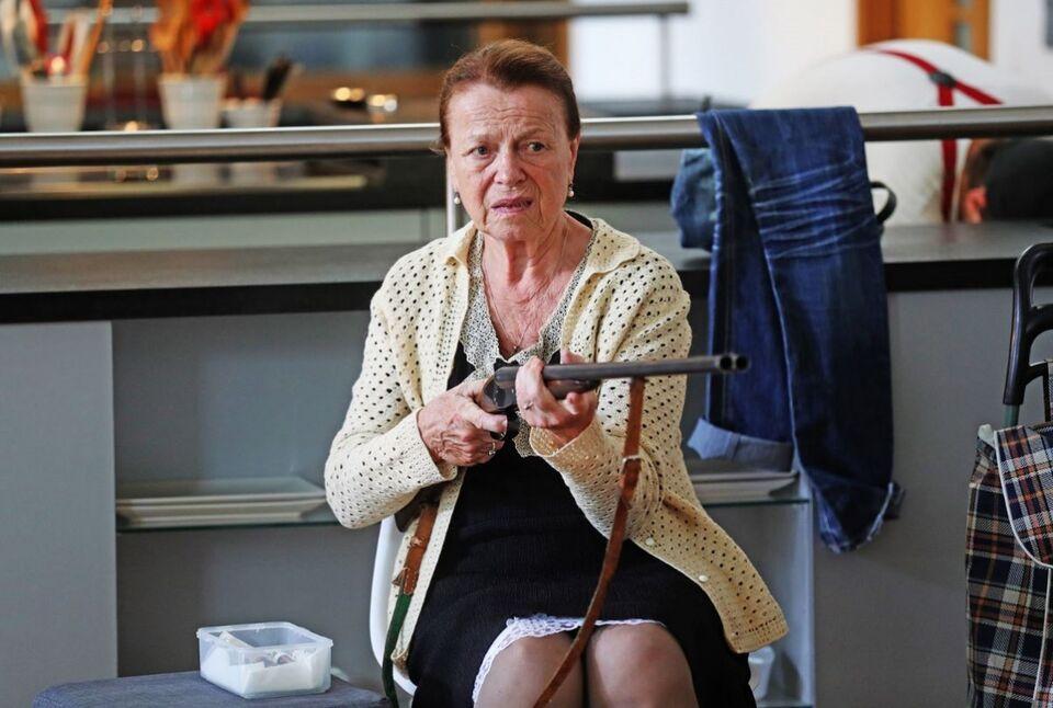 Фестивальное кино: чешская старушка с дробовиком