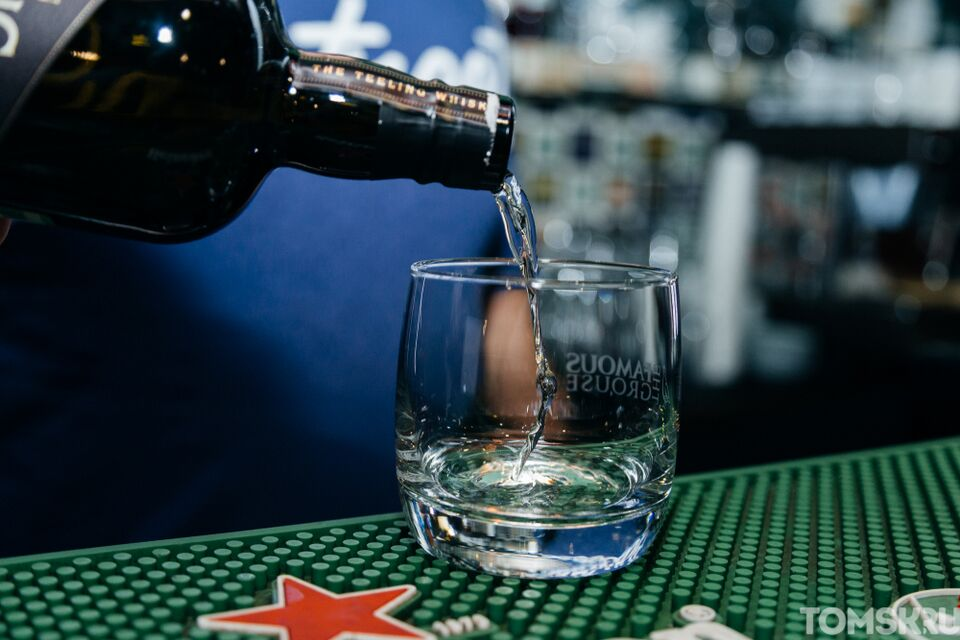 Опрос: шампанское перестало быть самым «новогодним» алкоголем