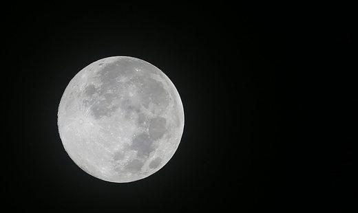 Встречаем декабрьское «полнолуние долгой ночи»: чего опасаться и ждать