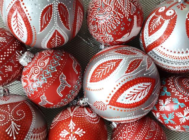 Нарядные новогодние шары с авторской росписью