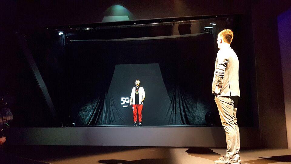 В России состоялся первый в мире видеозвонок с голограммами участников