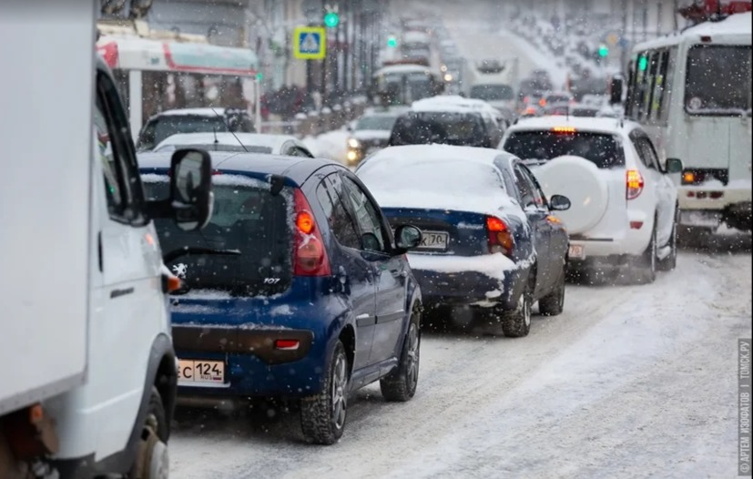 В Томске грузовик сбил пешехода