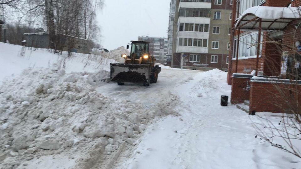Более 50 единиц техники убирают снег с томских улиц в эти выходные