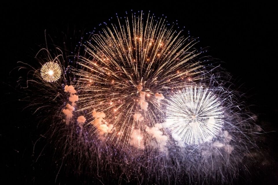 Фейерверк на Новый год из 3000 залпов на 150 метров