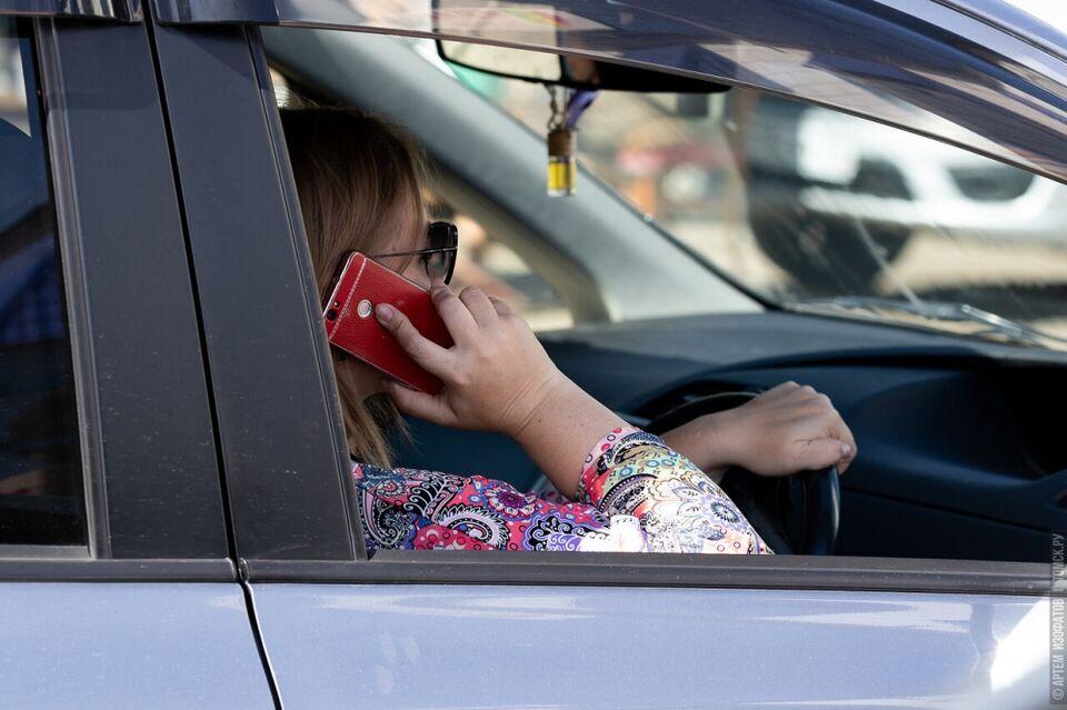 Вечный вопрос: разрешено ли говорить по телефону в пробке?