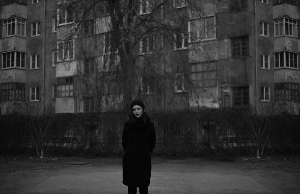 Мрачно, глубоко и поэтично: концерт матери абстрактного рэпа в Томске