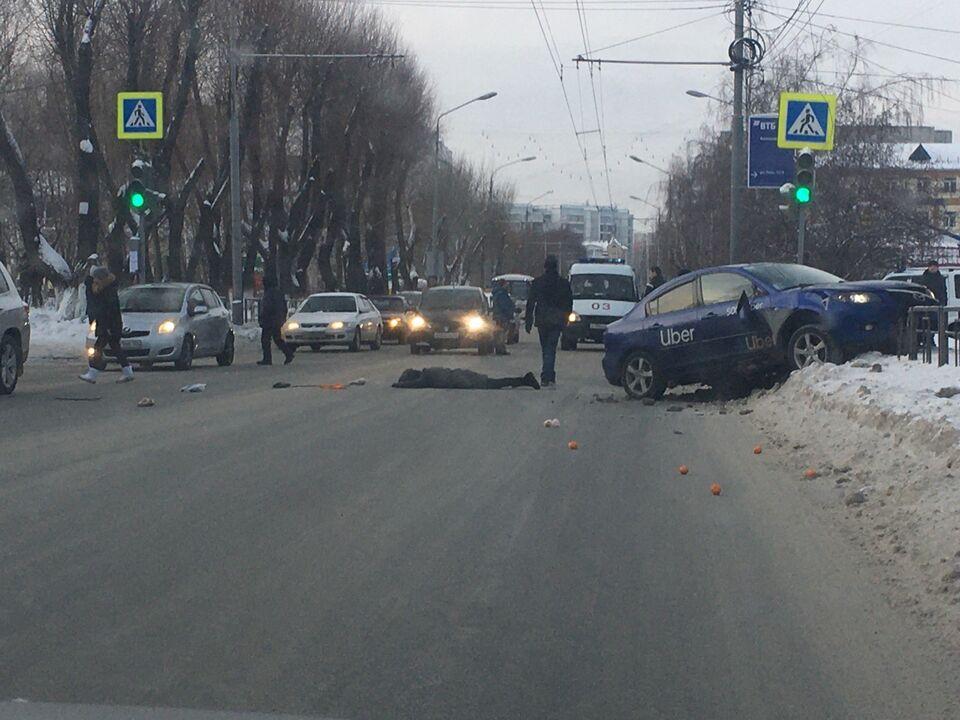 В Томске таксист сбил женщину на «зебре»