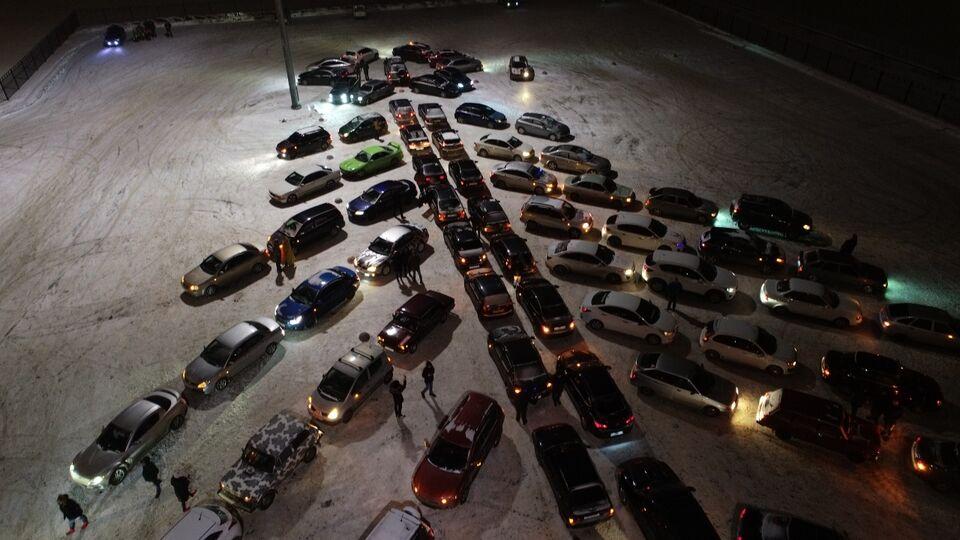 Автоелка по-сибирски: 50 машин приняли участие во флешмобе