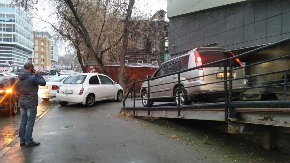 Мастера томской парковки: «лучшие» виртуозы стоянки уходящего года