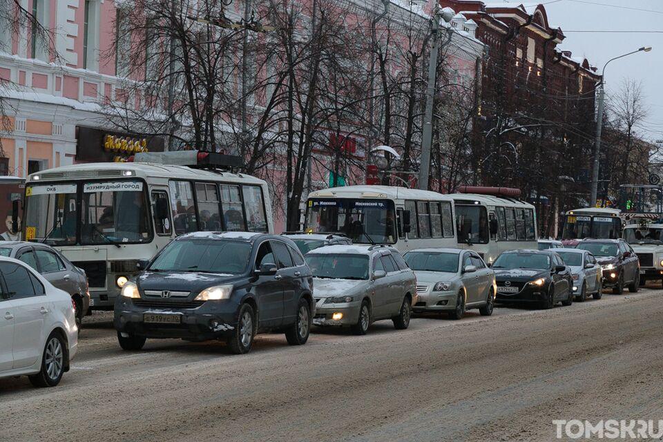 Предновогодние пробки парализовали движение в Томске