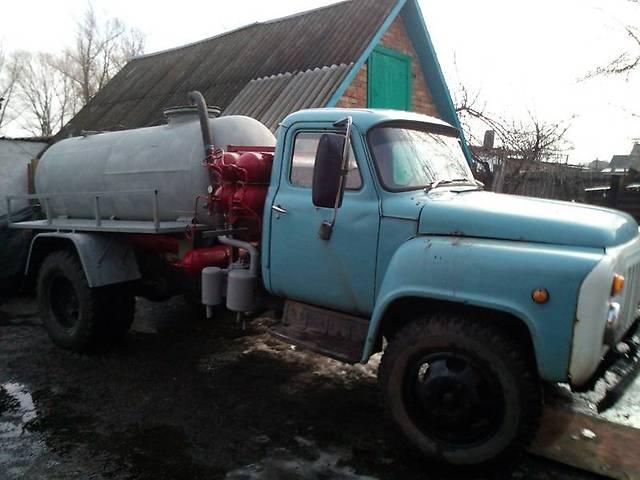 Владелец ассенизатора сливал отходы в водоем посреди села