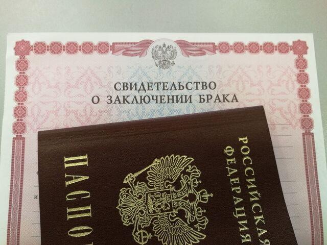 Запретить регистрацию браков и разводов предложил Минюст