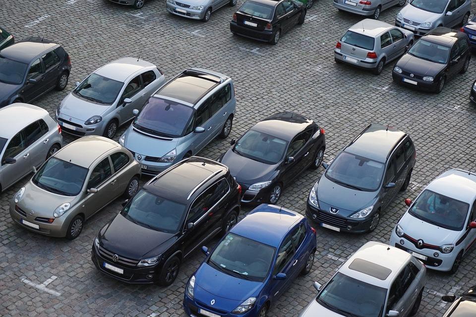 В России почти на 80% сократился выпуск легковых автомобилей