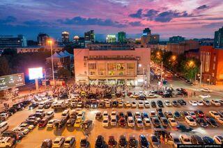 😳 Никаких больше вечеринок? В Новосибирске сотни жителей устроили опасную дискотеку в центре города. Томичи рассказали, что думают об этом