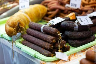 За год в Томской области увеличилось производство колбасы, молока и текстиля