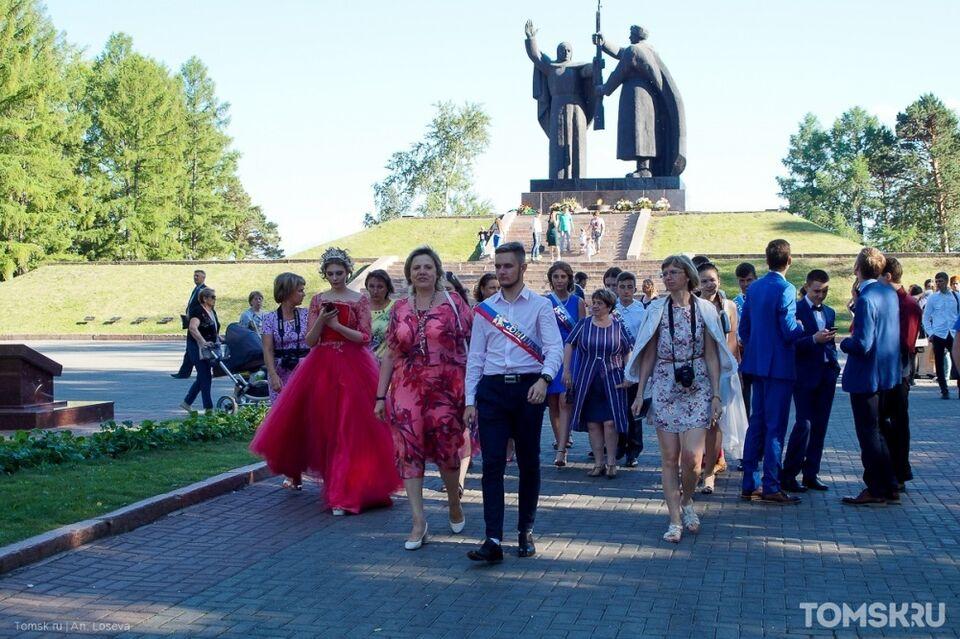 Томские выпускники получат аттестаты раньше, чем в других регионах
