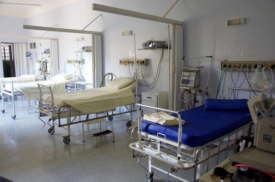 Только треть выявленных больных коронавирусом за последние сутки госпитализированы