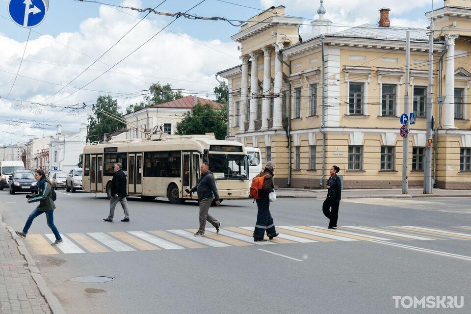 Двое сотрудников заболели COVID-19 в одном из департаментов Томской области