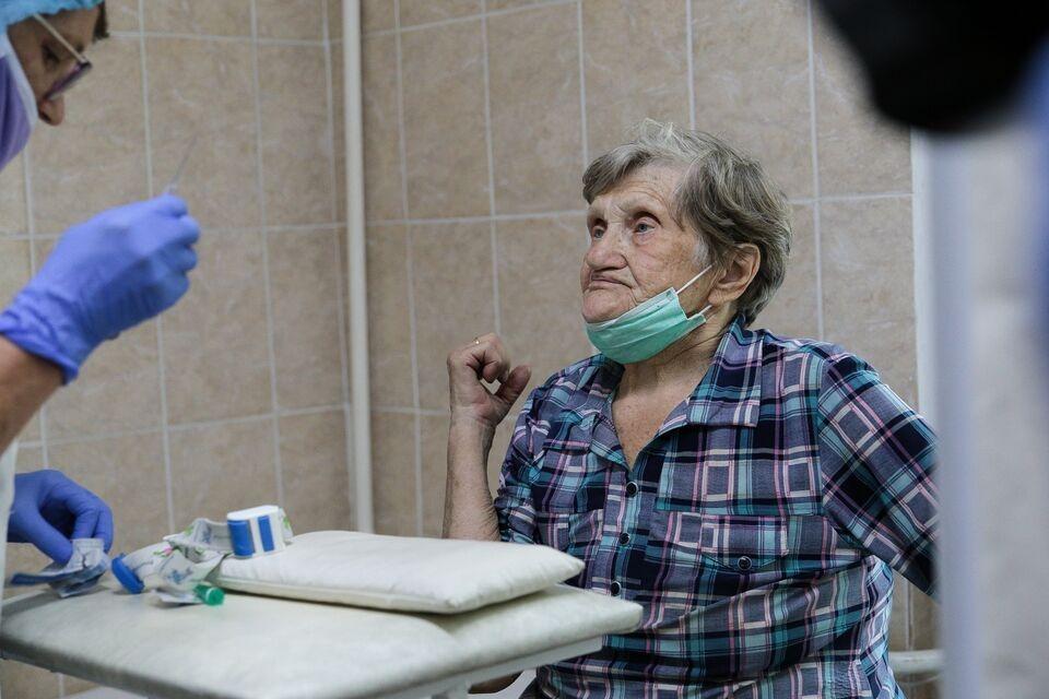 Томские работающие пенсионеры смогут оформить пятый больничный из-за COVID-19