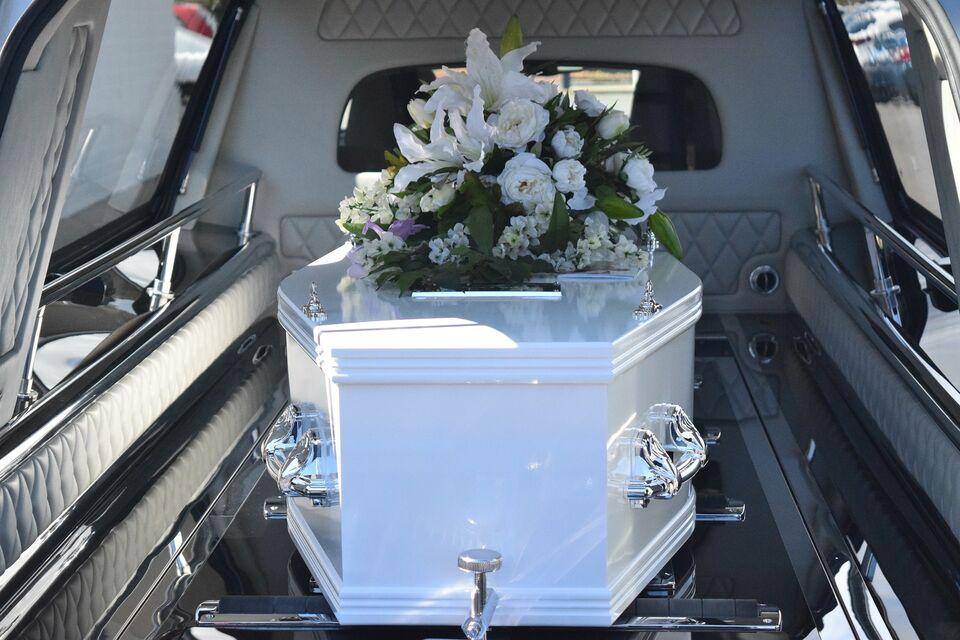 Похороны в Москве: как и где покупать траурные атрибуты?