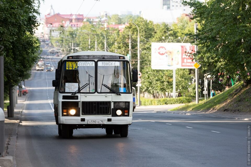 В Северске КамАЗ врезался в маршрутку с пассажирами